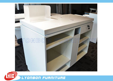 Chiny Biały OEM MDF Wooden Shop Cash Counter Paint Finished, Retail Desk Counter dostawca